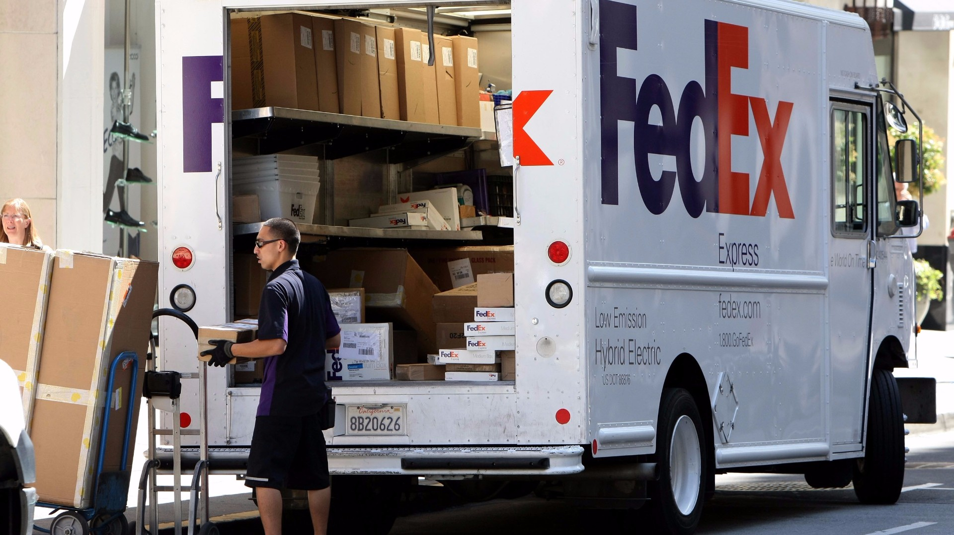 fedex to hire 1 000 seasonal workers in phoenix. Black Bedroom Furniture Sets. Home Design Ideas