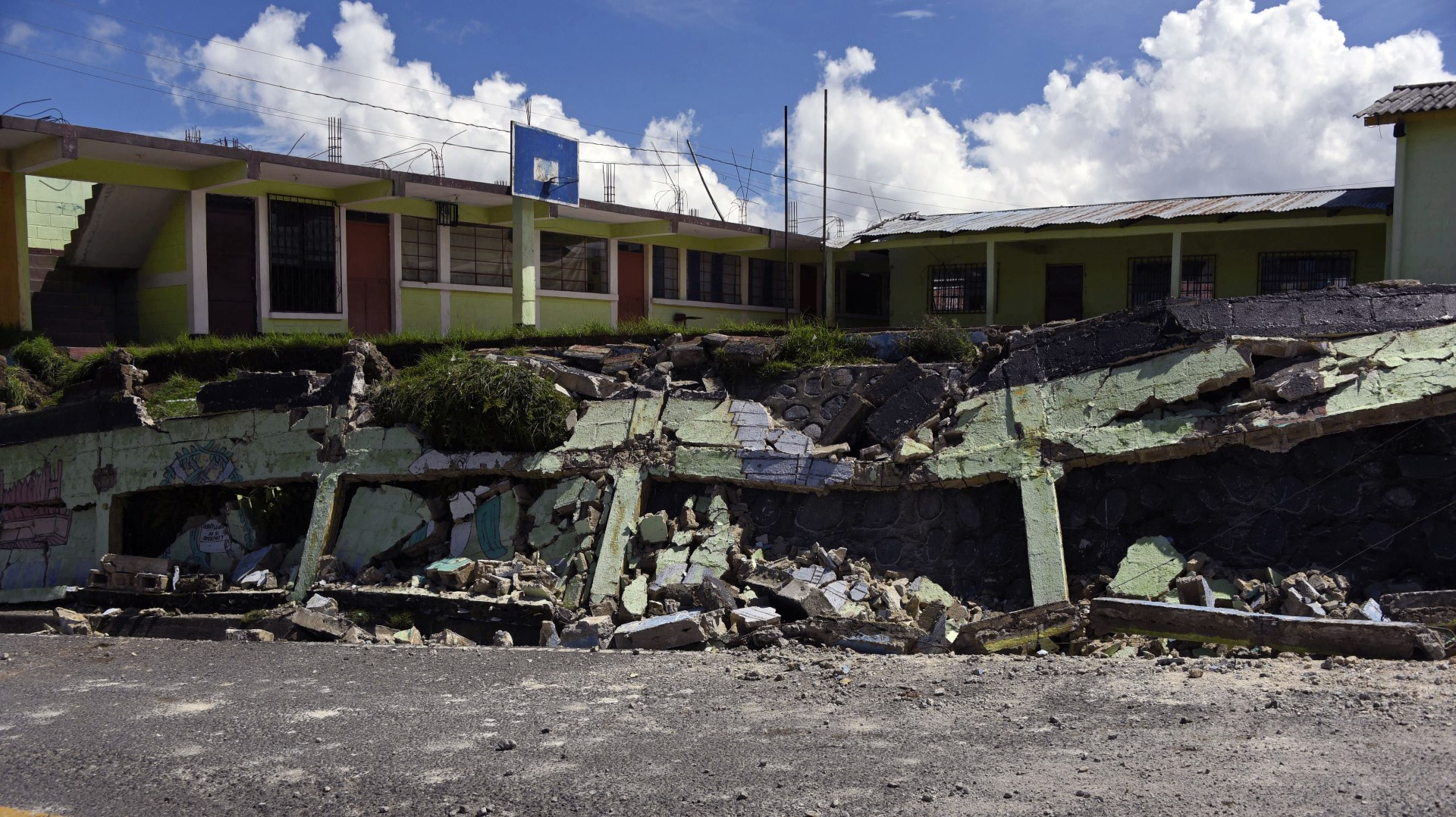 Al Menos 32 Muertos A Cobrado El Terremoto Mas Fuerte Que Se Ha Sentido En Mexico 12news Com